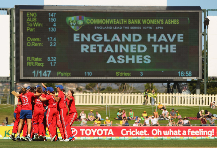 England celebrate their back-to-back Women's Ashes victory in Hobart, Australia (c) Scott Barbour/Getty Images