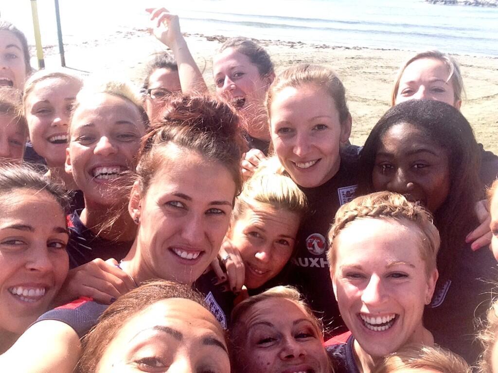 England footballers pose for an Oscars-style selfie (c) Lianne Sanderson